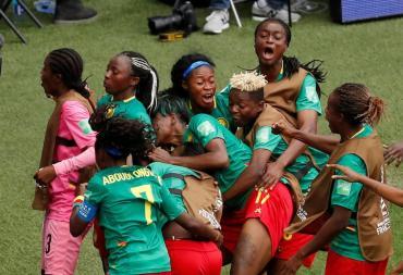 Camerún venció a Nueva Zelanda y dejó a Argentina sin chances de clasificar a octavos