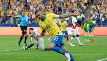 Brasil goleó a Perú, aseguró el primer puesto del Grupo A y le dio una