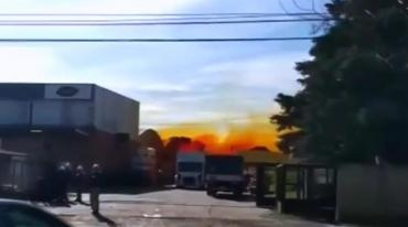 Pánico y tensión en Villa Bosch: explotó contenedor con ácido en una fábrica