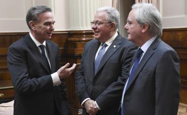 El Senado reconoció al rector de la UBA, Alberto Barbieri, con su máxima distinción