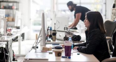 Las mujer trabaja más que el hombre pero es menos reconocida, según la UCA
