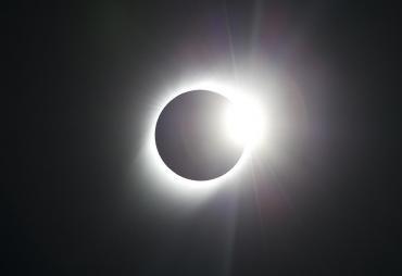 Un extraño eclipse con forma de