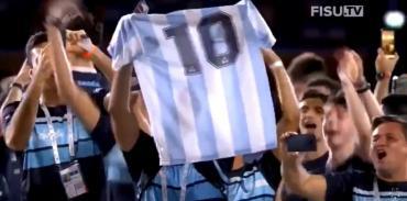 Maradona ovacionado en Napoli durante los Juegos Universitarios, su mensaje en redes