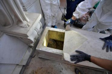Misterio en el Vaticano: las tumbas en las que buscaban a Emanuela Orlandi están vacías