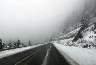 Fuertes nevadas en Bariloche: rutas cortadas y miles de familias sin luz