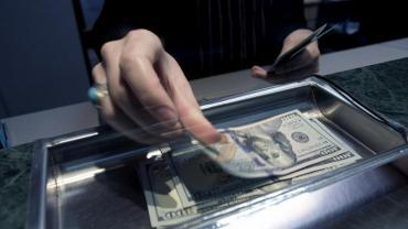 Dólar hoy: la moneda se disparó tras las PASO y abrió a $51,50 en el Banco Nación