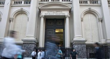 Tras suba del dólar, el Central limita crédito a exportadoras para que liquiden divisas