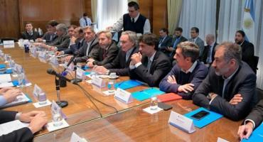 Gobernadores de Chubut y Río Negro presentarán recurso de amparo contra congelamiento de naftas
