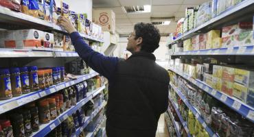Ventas en supermercados y shoppings bajaron 13,2% en junio y acumulan 12 meses de baja