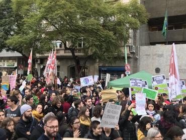Marcha por el Amazonas y contra Bolsonaro en la embajada de Brasil