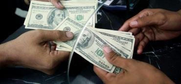 Bancos aumentan liquidez en dólares en sucursales para llevar tranquilidad a los ahorristas