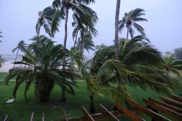 Huracán Dorian subió a categoría 5 con vientos de más de 250 km/h y llega a Bahamas