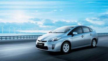 Toyota Pruis presenta nuevos modelos con motor naftero y otro eléctrico