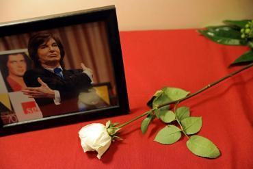 El último adiós a Camilo Sesto: la voz que hizo emocionar al mundo