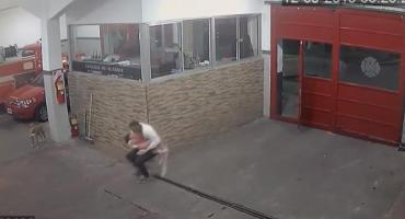 Heroico acto de bomberos: lograron salvar a nena que llegó desvanecida al cuartel