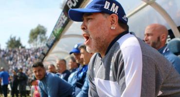 Diego Maradona anunció a los jugadores que deja de ser el DT de Gimnasia