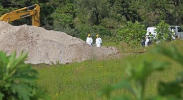 Guerra narco en México: hallan en fosa 119 bolsas con restos humanos