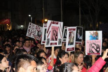 Multitudinaria marcha en Neuquén por el femicidio de Laura Cielo López