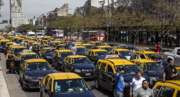 Nueva protesta de taxistas generó caos de tránsito en el centro porteño