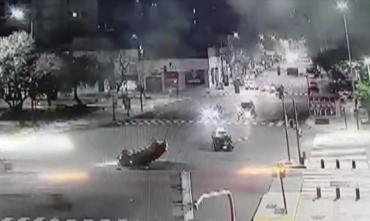 Video: impactante choque y vuelco en plena 9 de julio