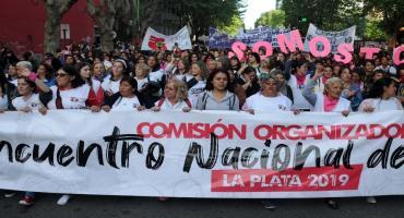 En una histórica movilización, más de 200 mil mujeres marcharon en La Plata