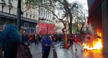 Protestas, incidentes y corridas frente al consulado de Chile en Buenos Aires