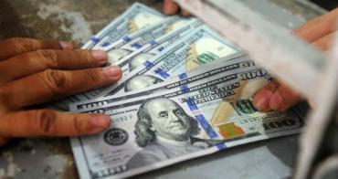 Dólar hoy: el Central compró US$200 millones y cerró por debajo de los $63