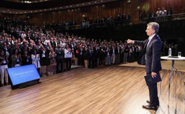 En plena transición, Macri encabeza reunión con el Gabinete ampliado en el CCK