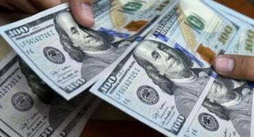Dólar hoy: el blue tocó su récord pero cerró en baja a $75,75 y el oficial, estable a $63