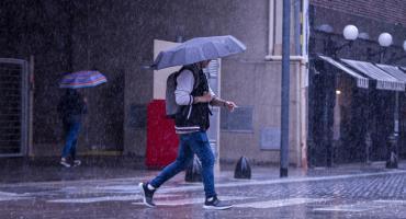 Tras jornadas de altas temperaturas, el fin de semana comienza con lluvias