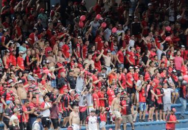 Locura Sabalera en las tribunas: el color de hinchas de Colón en la final de Sudamericana
