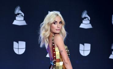 Lali Espósito brilló con su sensualidad y carisma en los Latin Grammys