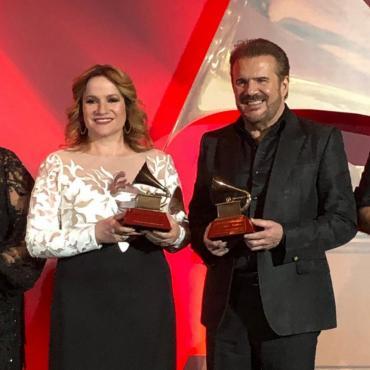 Latin Grammy: Pimpinela recibió el Premio a la Excelencia Musical