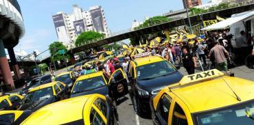 Taxistas volvieron a protestas con cortes en la Ciudad contra Uber y Cabify