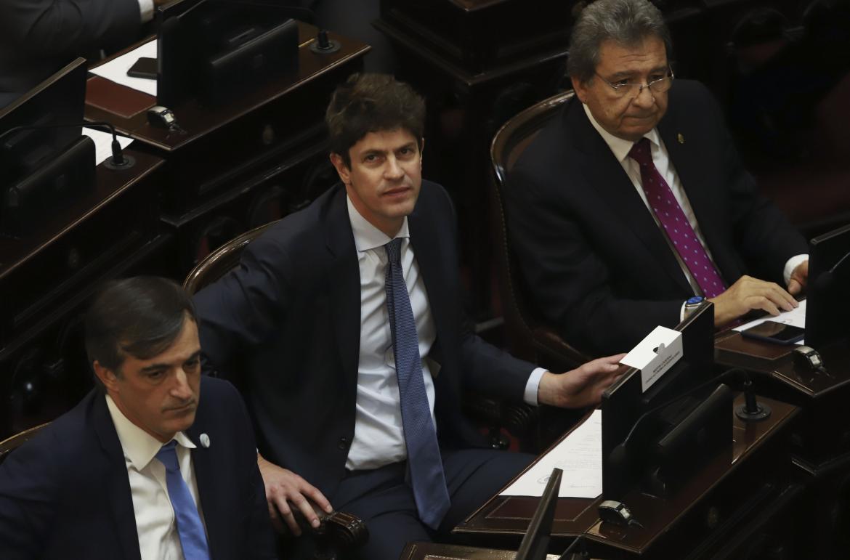 Los senadores Martin Lousteau y Esteban Bullrich durante la jura de los nuevos legisladores en la camara alta. NA