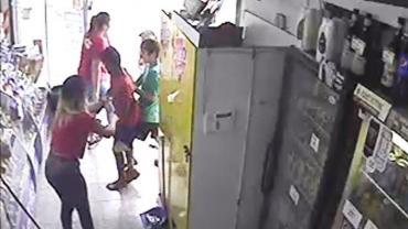 Ataque piraña de niños en Tucumán: robaron un kiosco y agredieron a una empleada