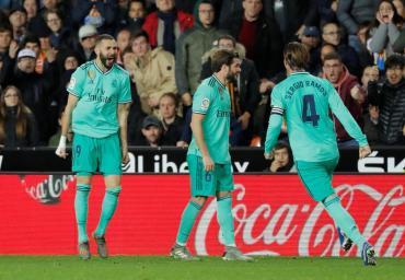 Real Madrid rescató un punto de oro ante el Valencia y es puntero junto al Barcelona