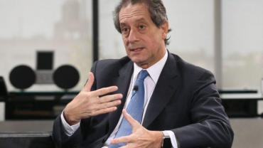 Presidente del BCRA dijo que controles al dólar podrían relajarse en un mes si hay acuerdo con bonistas