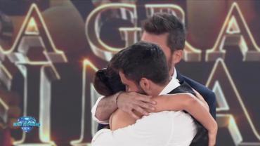 El abrazo inesperado de Flor Vigna y Nico Occhiato en Showmatch
