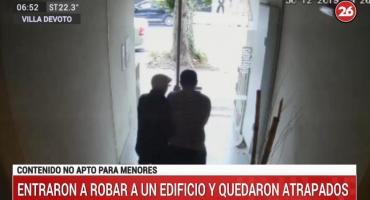 Video: delincuentes entraron a robar a un edificio y debieron escapar al quedar atrapados