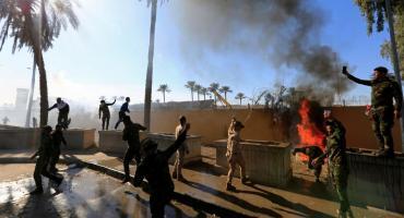 Manifestantes entraron a la Embajada de EE.UU. en Irak tras ataque contra milicias proiraníes