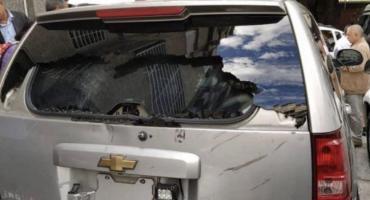 Venezuela, tensión extrema: balearon el auto de Juan Guaidó