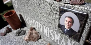 Caso Nisman: familiares y DAIA lo recuerdan en ceremonia en cementerio de La Tablada
