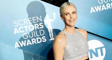 Los looks de Charlize Theron, Jennifer Aniston y más famosas en los SAG Awards
