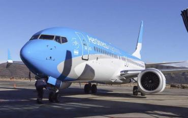 Impuesto del 30%: dos aerolíneas autorizan venta de pasajes en dólares para no pagar recargo