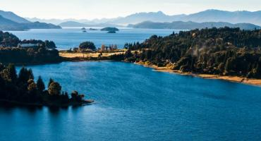 ¿Apareció Nahuelito?: video muestra extraña presencia en lago Nahuel Huapi