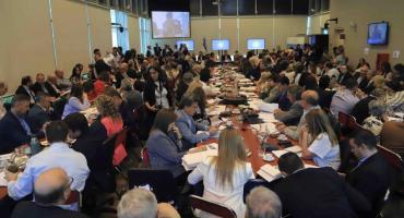 Con funcionarios de Economía, Diputados trata el proyecto de la deuda en comisiones