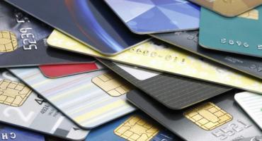 A pesar de baja de tasas, bancos cobran intereses de hasta 230% en tarjetas
