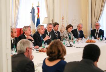 Alberto Fernández con empresarios franceses: