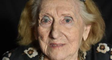 Tiene 100 años, fue corsetera de Evita y charlaba con Bergoglio: la historia de Angélica